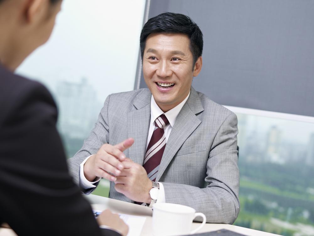 出来る営業マンは素晴らしい提案をした後に油断はしない。提案後のクロージングはさり気なく、そして積極的に。