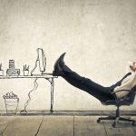 日中外出が多い営業マンは残業を減らし、誰にも邪魔されない「朝の時間」を有効活用している